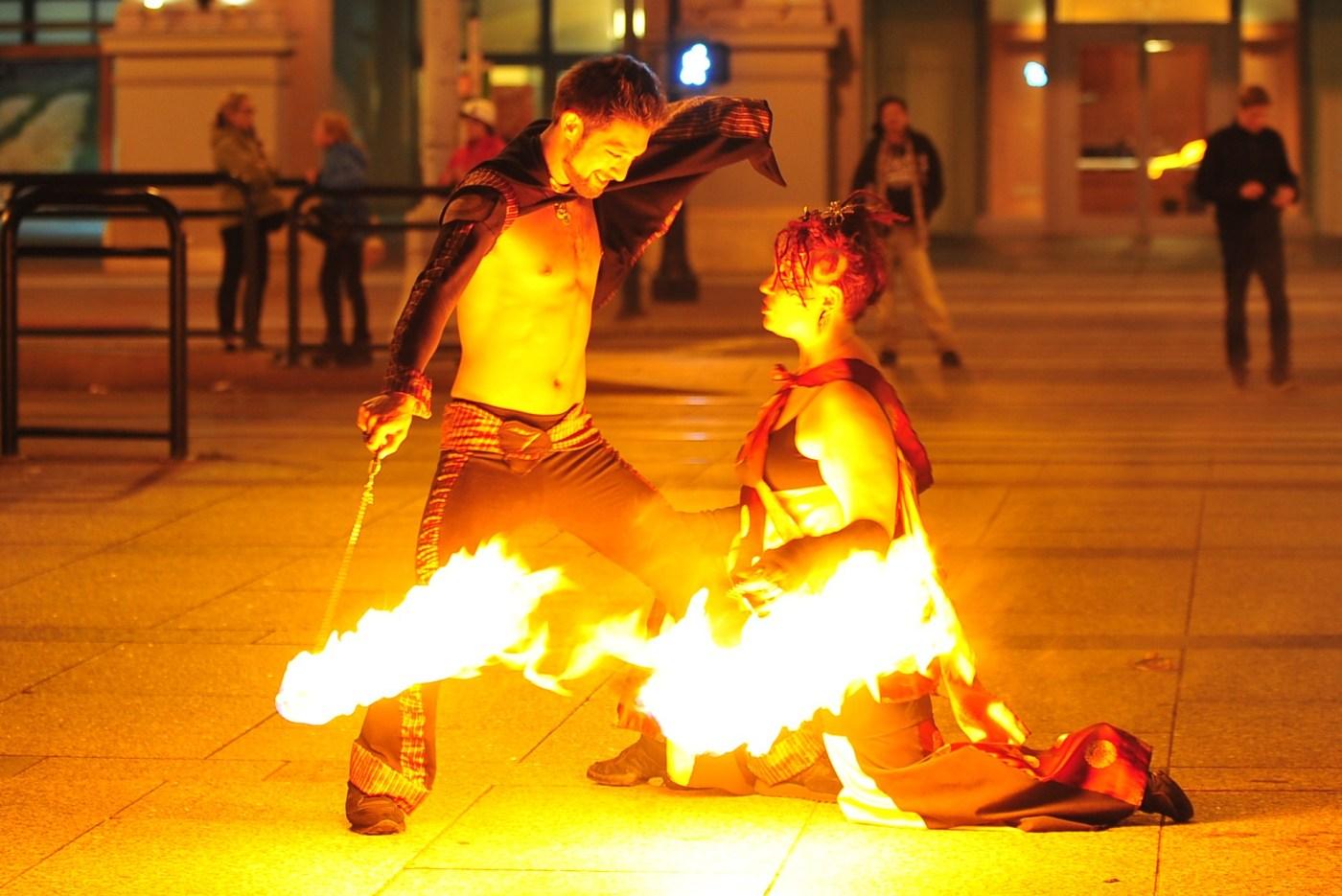 Poi Fire Dancing: GlitterGirl & The Amazing Zihni